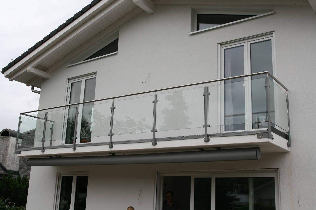 03-Geländer-mit-Glas